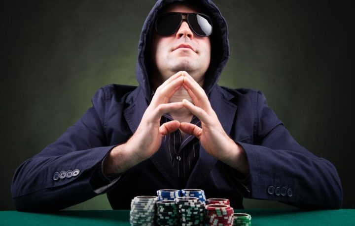 Poker Player – What to Choose Online Poker or Live Poker?